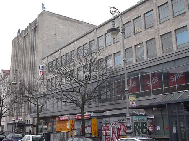 Anbau an die alte Fassade